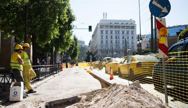 Στιγμιότυπα από το εργοτάξιο στην οδό Σταδίου λόγω των εργασιών που πραγματοποιούνται στο δίκτυο του φυσικού αερίου. Φωτό αρχείου.
