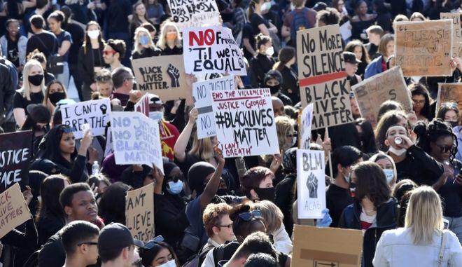 Αντιρατσιστικές διαδηλώσεις στη Στοκχόλμη