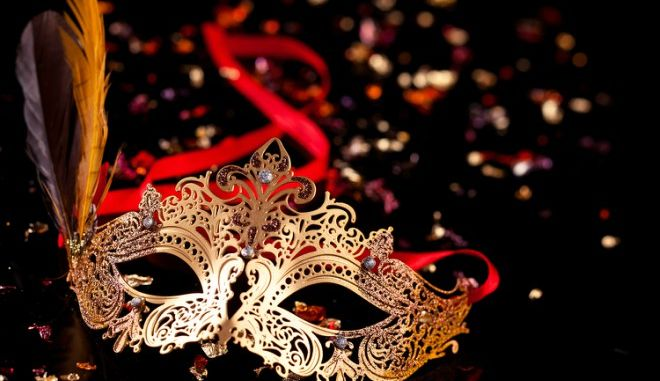 Καρναβάλι Κομοτηνής: Αυτή την ώρα η βραδινή παρέλαση
