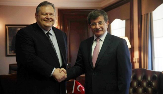 Συνάντηση του αντιπροέδρου της κυβέρνησης και υπουργού Εξωτερικών Ευ. Βενιζέλου,με τον Τούρκο ομόλογό του Αχμέτ Νταβούτογλου την Παρασκευή 19 Ιουλίου 2013 στην Άγκυρα. Κατά τη μονοήμερη σύντομη επίσκεψη, το πρόγραμμα περιλαμβανε κατ' ιδίαν συνάντηση των δύο υπουργών, συνάντηση των αντιπροσωπειών των δύο υπουργείων Εξωτερικών και δηλώσεις των υπουργών. (EUROKINISSI)