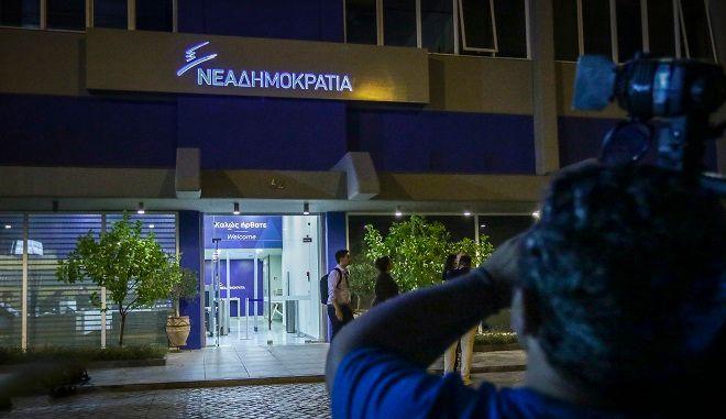 Τα γραφεία της Νέας Δημοκρατίας το βράδυ της Δευτέρας 3 Σεπτεμβρίου 2018. Ο εκδότης του Documento Κώστας Βαξεβάνης, κατέθεσε μήνυση και αγωγή στη ΝΔ και την αναπληρώτρια εκπρόσωπο Τύπου του κόμματος, Σοφία Ζαχαράκη