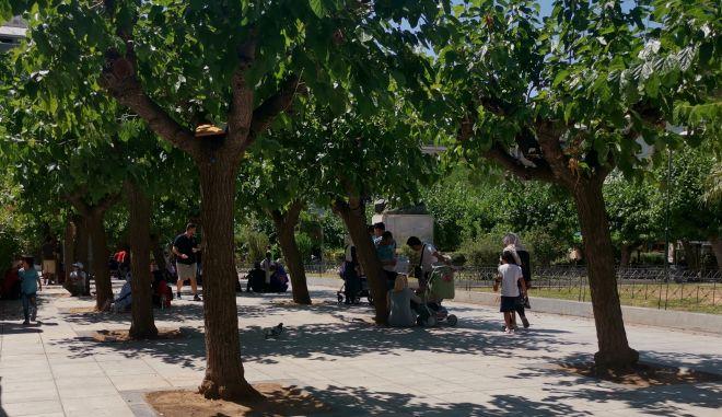 Οικογένειες προσφύγων στην πλατεία Βικτωρίας
