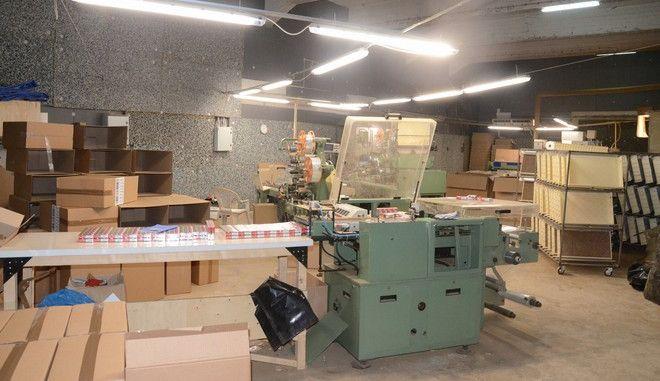 Κύκλωμα λαθρεμπορίου στο Κορωπί: Έστησαν γραμμή παραγωγής λαθραίων τσιγάρων