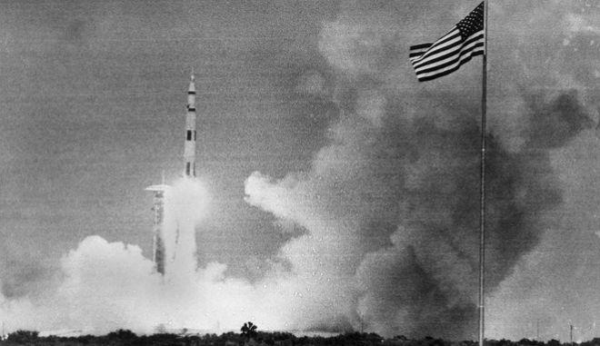 Μαθήματα Ιστορίας: Το Apollo 13 εκτοξεύεται στο διάστημα