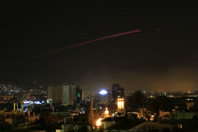Associated Press: η επίθεση στην Συρία και η Δαμασκός το πρωί σε 18 φωτογραφίες