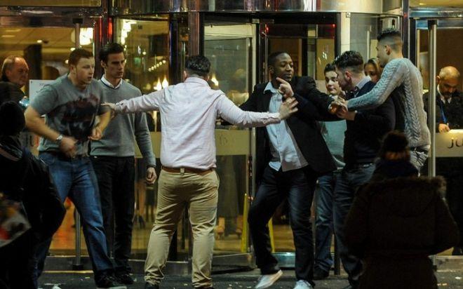 Συλλήψεις, καβγάδες και μεθυσμένοι εορτασμοί στη Βρετανία