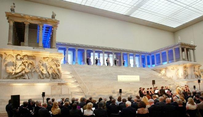 Βερολίνο: Μυστηριώδης επίθεση σε 70 μουσειακά εκθέματα - Ενδεχόμενο εμπλοκής συνωμοσιολόγων