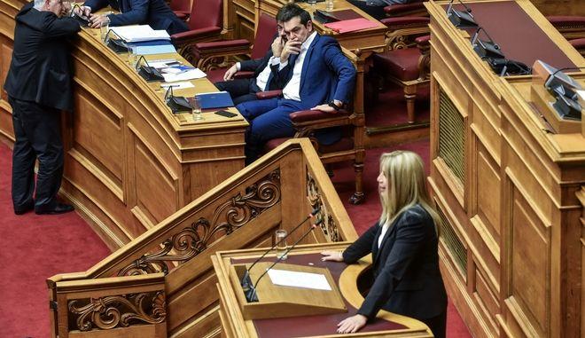 O Αλεξης Τσίπρας παρακολουθεί την ομιλία της Φώφης Γεννηματά στη Βουλή