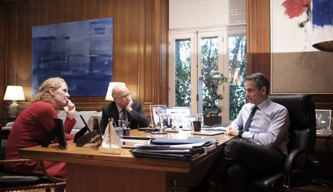Ο Κυριάκος Μητσοτάκης δίνει συνέντευξη στη γερμανική εφημερίδα Handelsblatt