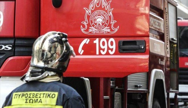 Φωτιά στο κέντρο της Αθήνας - Κάηκε κτήριο στην Ιουλιανού, απεγκλωβίστηκαν επτά