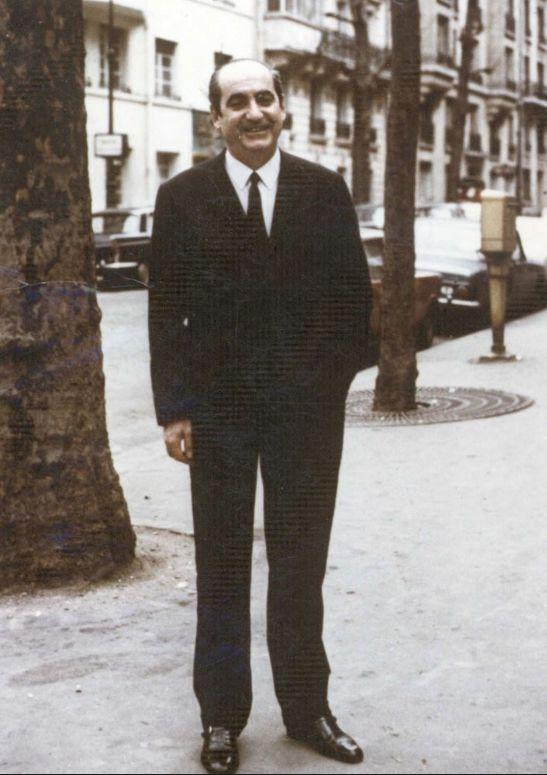 Ο Κ. Μητσοτάκης αυτοεξόριστος στο Παρίσι