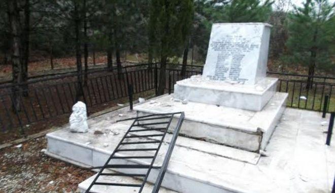 Κατέστρεψαν μνημείο του ΕΑΜ στη Νιγρίτα Σερρών