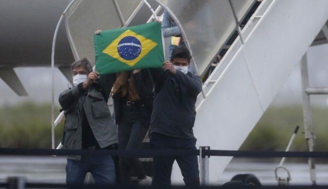 Άνδρες με μάσκες στη Βραζιλία