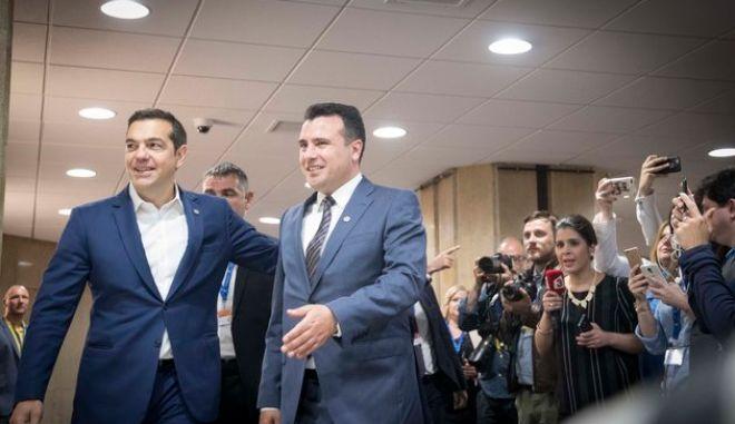 Ο Αλέξης Τσίπρας με τον Σκοπιανό ομόλογό του Ζόραν Ζάεφ