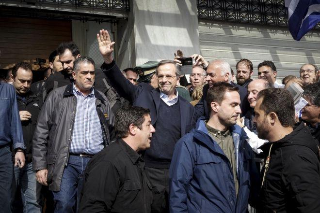 Ο πρώην πρωθυπουργός, Αντώνης Σαμαράς, σε συλλαλητήριο για την Μακεδονία, στην πλατεία Συντάγματος.