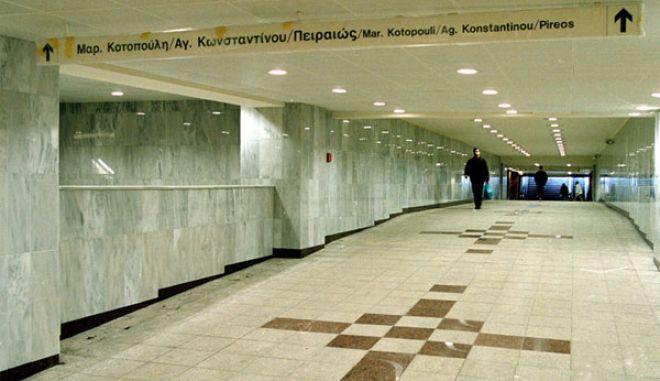 Ανοίγουν για τους άστεγους σταθμοί μετρό λόγω ψύχους