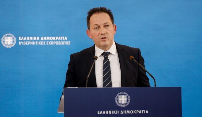 Ενημέρωση πολιτικών συντακτών από τον κυβερνητικό εκπροσωπο Στέλιο Πέτσα
