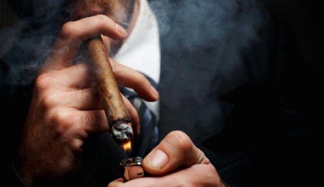 Γκάφα ολκής: Αποσύρουν την τροπολογία για τα τσιγάρα γιατί... ξεχάσαν τα πούρα και τα πουράκια