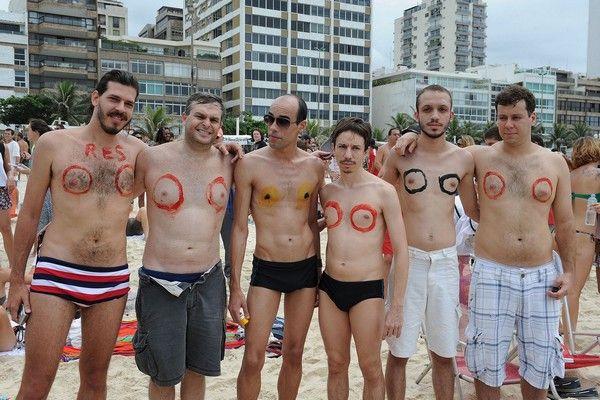 Διαμαρτύρονται γυμνόστηθες στο Ρίο για την απαγόρευση του τόπλες στην παραλία