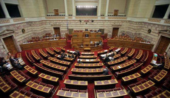 """Στιγμιότυπο από την συζήτηση επί της αρχής, των άρθρων και του συνόλου του σχεδίου νόμου: «Κύρωση της Πράξης Νομοθετικού Περιεχομένου «Ρυθμίσεις για την αντιμετώπιση των εξαιρετικά επειγουσών και απρόβλεπτων αναγκών της """"Ελληνικά Αμυντικά Συστήματα Α.Ε."""" (EUROKINISSI/ΚΩΣΤΑΣ ΚΑΤΩΜΕΡΗΣ)"""