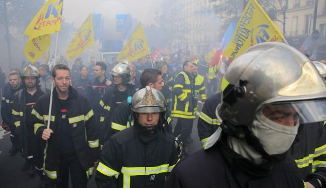 Απο τη διαδήλωση των πυροσβεστών.