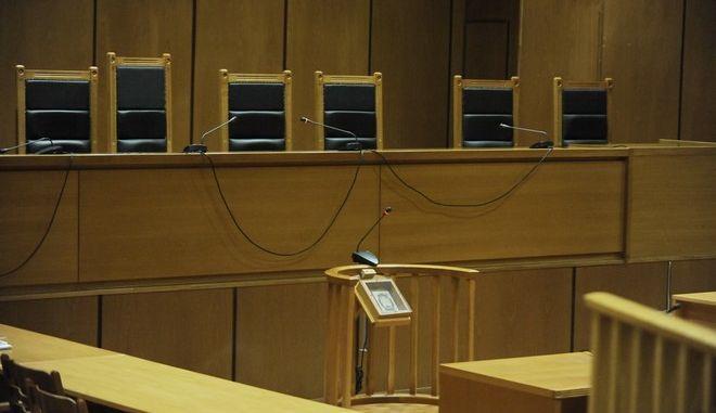 """Δίκη της """"Χρυσής Αυγής, στην αίθουσα του Εφετείου Αθηνών την Τρίτη 8 Νοεμβρίου 2016. (EUROKINISSI/ΤΑΤΙΑΝΑ ΜΠΟΛΑΡΗ)"""