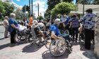 Φωτό αρχείου: Ανάπηροι έξω από τη Βουλή