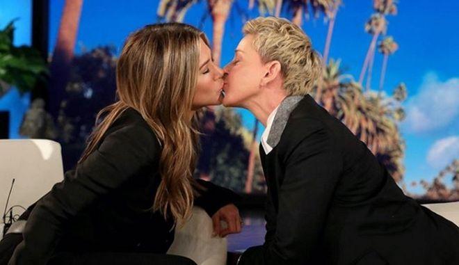 Το φιλί της Τζένιφερ Άνιστον με την Έλεν ντε Τζένερις