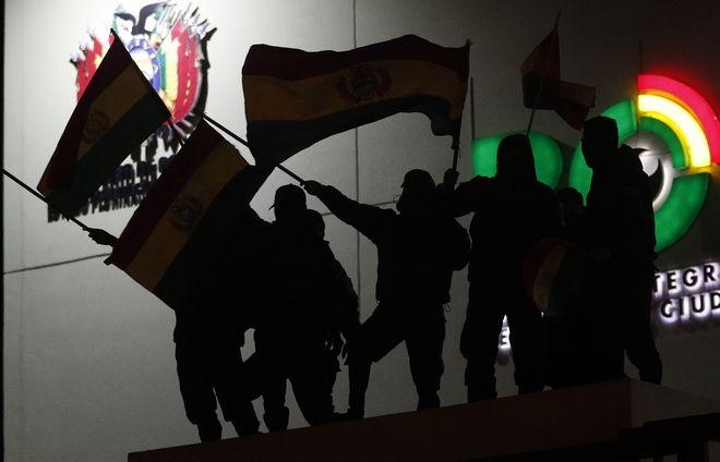 Κουκουλοφόροι καταλαμβάνουν την έδρα της πρεσβείας της Βενεζουέλας