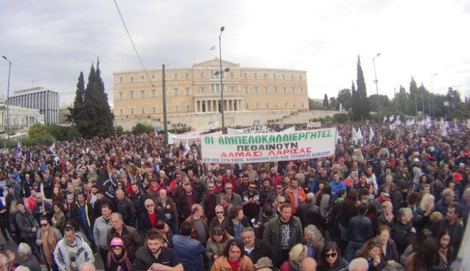Συγκέντρωση των αγροτών στην πλατεία Συντάγματος, Σάββατο 13 Φεβρουαρίου 2016. (EUROKINISSI/ΓΙΩΡΓΟΣ ΚΟΝΤΑΡΙΝΗΣ)