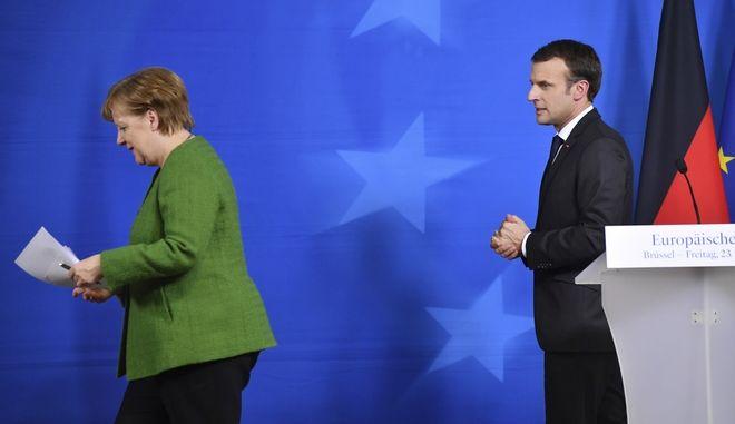 Η γερμανίδα καγκελάριος Άνγκελα Μέρκελ και ο Γάλλος πρόεδρος Εμανουέλ Μακρόν σε συνέντευξη Τύπου στις Βρυξέλλες