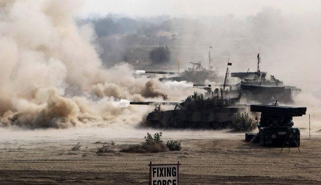 Πακιστανικά άρματα μάχης κατά τη διάρκεια άσκησης