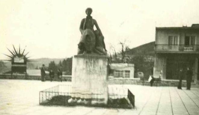 Σκοταδισμός: Το άγαλμα της Βασίλισσας Φρειδερίκης επιστρέφει στην Κόνιτσα