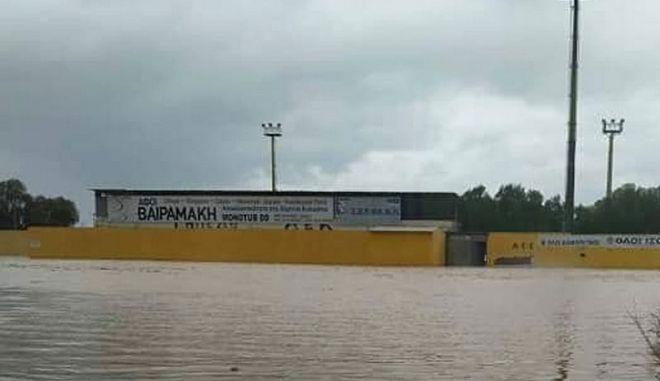 Κακοκαιρία Ηφαιστίων: Γήπεδο στο Ηράκλειο έγινε λιμνοθάλασσα