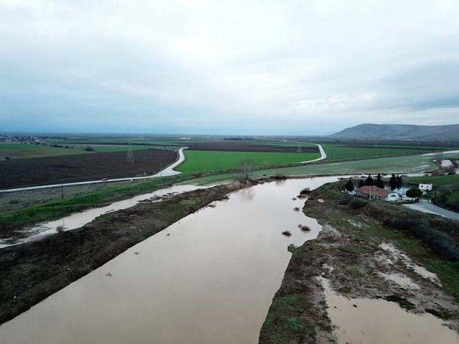 'Πνίγηκε' από τη βροχόπτωση η Υπέρεια στα Φάρσαλα