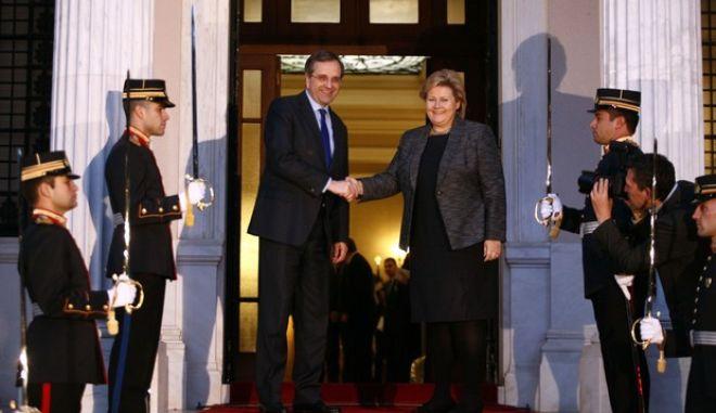 Συνάντηση του ρωθυπουργού Αντ. Σαμαρά με την με την πρωθυπουργό της Νορβηγίας Erna Solber, στο Μέγαρο Μαξίμου την Τρίτη 3 Δεκεμβρίου 2013. (EUROKINISSI/ΓΙΩΡΓΟΣ ΚΟΝΤΑΡΙΝΗΣ)