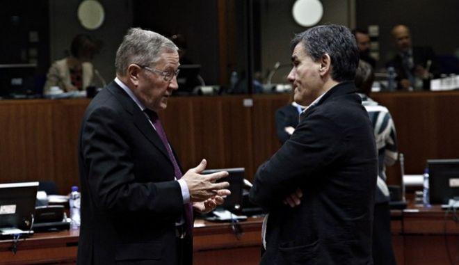 Η εμμονή Σόιμπλε με την Ελλάδα οδήγησε σε αδιέξοδο στο Eurogroup