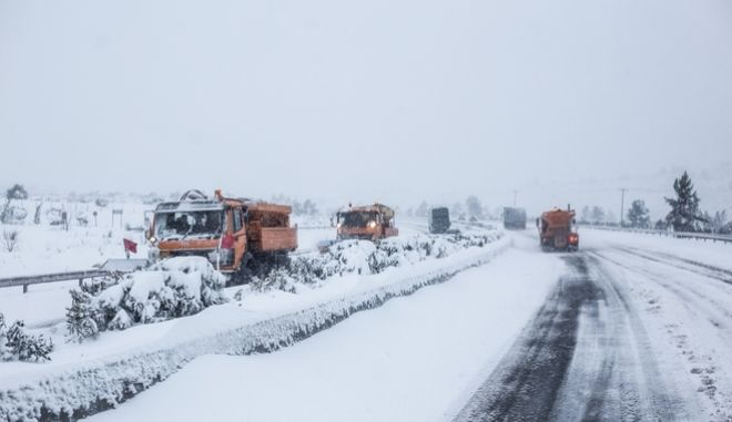Heavy snowfall on the Athens - Lamia National Route, Dec. 31, 2014 /       - , 31 , 2014