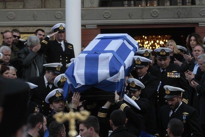 Κηδεία του υποπλοίαρχου Αναστάσιου Τουλίτση, στον Ιερό Ναό Μεταμορφώσεως του Σωτήρος, στη Μεταμόρφωση, Σάββατο 13 Φεβρουαρίου 2016, όπου έχασε τη ζωή του μαζί με άλλους δύο χειριστές του ελικοπτέρου του Πολεμικού Ναυτικού, τον Κωνσταντίνο Πανανά και τον Ελευθέριο Ευαγγέλου, που συνετρίβη στη νήσο Κίναρο. (EUROKINISSI/ΣΤΕΛΙΟΣ ΣΤΕΦΑΝΟΥ)
