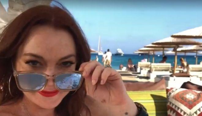 Η Λίντσεϊ Λόχαν κάνει business, διακοπές και... reality στην Μύκονο