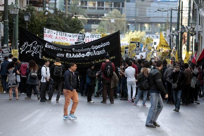 Συγκέντρωση στην Ομόνοια και πορεία προς τα γραφεία τη Ευρωπαϊκής Ένωσης πραγματοποιούν πρόσφυγες, μετανάστες και κινήσεις κατά του ρατσισμού.(Eurokinissi-ΣΤΕΛΙΟΣ ΣΤΕΦΑΝΟΥ)