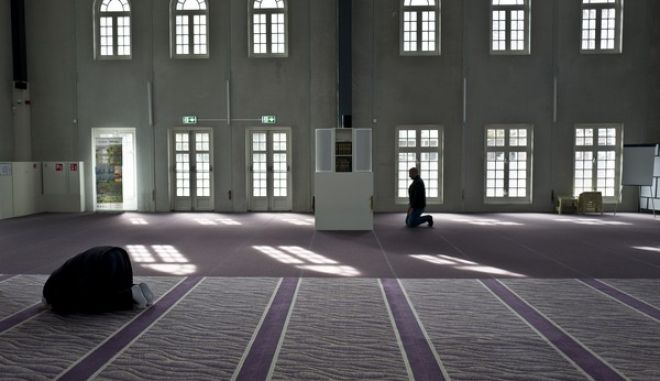 """Muslim men pray in a mosque in Amsterdam, Netherlands, Monday, March 13, 2017. As a March 15 parliamentary election looms, the political mood is turning inward as firebrand anti-Islam lawmaker Geert Wilders dominates polls with an isolationist manifesto that calls for the Netherlands """"to be independent again. So out of the EU."""" (AP Photo/Muhammed Muheisen)"""