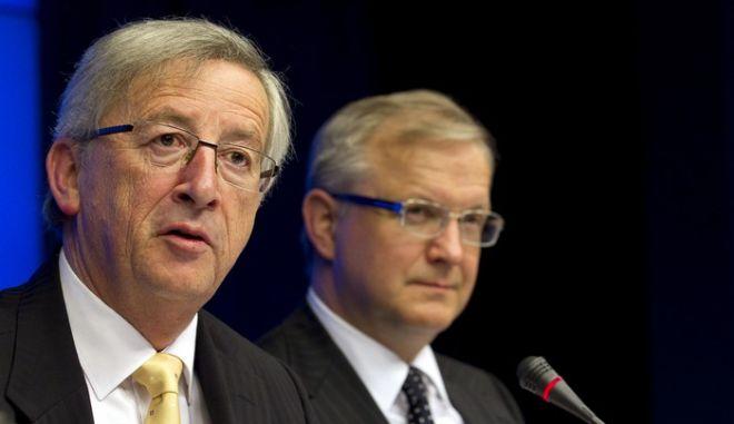 Ο Πρωθυπουργός του Λουξεμβούργου και πρόεδρος του Eurogroup, Ζαν-Κλοντ Γιούνκερ, αριστερά και ο Ευρωπαίος Επίτροπος, αρμόδιος για Οικονομικές και Νομισματικές Υποθέσεις, Όλι Ρεν, δεξιά, παραχωρούν συνέντευξη τύπου μετά από την συνεδρίαση των Υπουργών Οικονομίας και Οικονομικών της Ευρωζώνης (Eurogroup) στις Βρυξέλλες, Δευτέρα 16 Μαΐου 2011. (EUROKINISSI // ΣΥΜΒΟΥΛΙΟ ΤΗΣ ΕΥΡΩΠΑΪΚΗΣ ΕΝΩΣΗΣ)