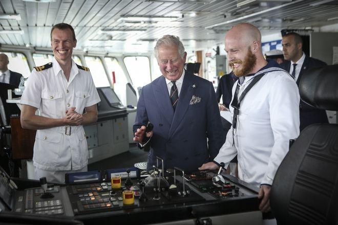 Ο Πρίγκηπας της Ουαλίας στη γέφυρα του HMS Echo