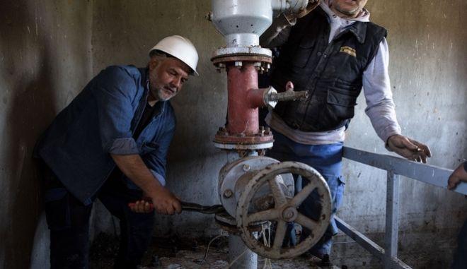 Εργασίες αποκατάστασης της βλάβης στον αγωγό ύδρευσης της Θεσσαλονίκης
