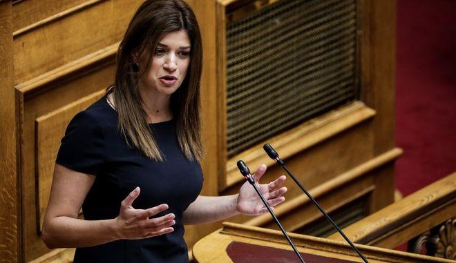 Η Κατερίνα Νοτοπούλου στο βήμα της Βουλής