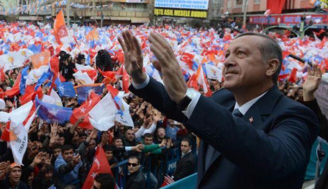 Το παιδομάζωμα Ερντογάν για τη 'φιέστα' των γενεθλίων του