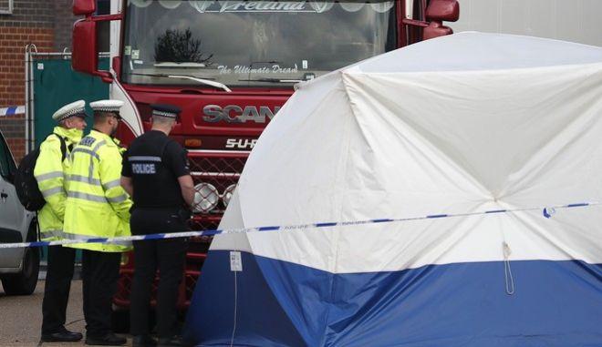 Έσσεξ: Βρέθηκαν ματωμένα ίχνη - Τα θύματα χτυπούσαν το φορτηγό καλώντας σε βοήθεια