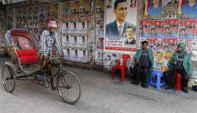 Μπαγκλαντές: Νεκροί στις βουλευτικές εκλογές. Μποϊκοτάζ και καταγγελίες για νοθεία