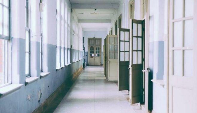 """Το ΚΕΣΥ """"κόβει"""" θεραπεία εκπαιδευτικού που προτείνουν 3 διαφορετικά νοσοκομεία"""